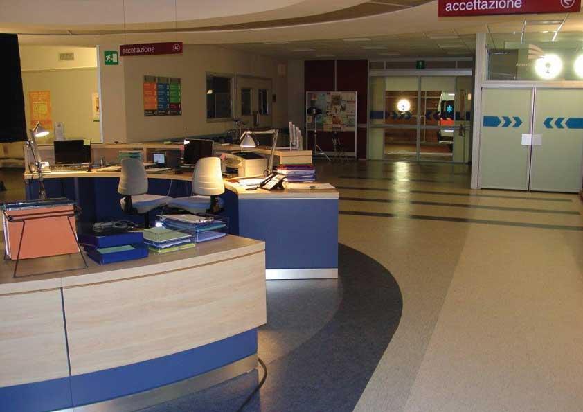 Posa pvc pavimento per rappresentazione set ospedaliero
