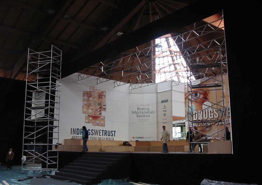 San Patrignano - pavimento sala in moquette e oscuramenti palco