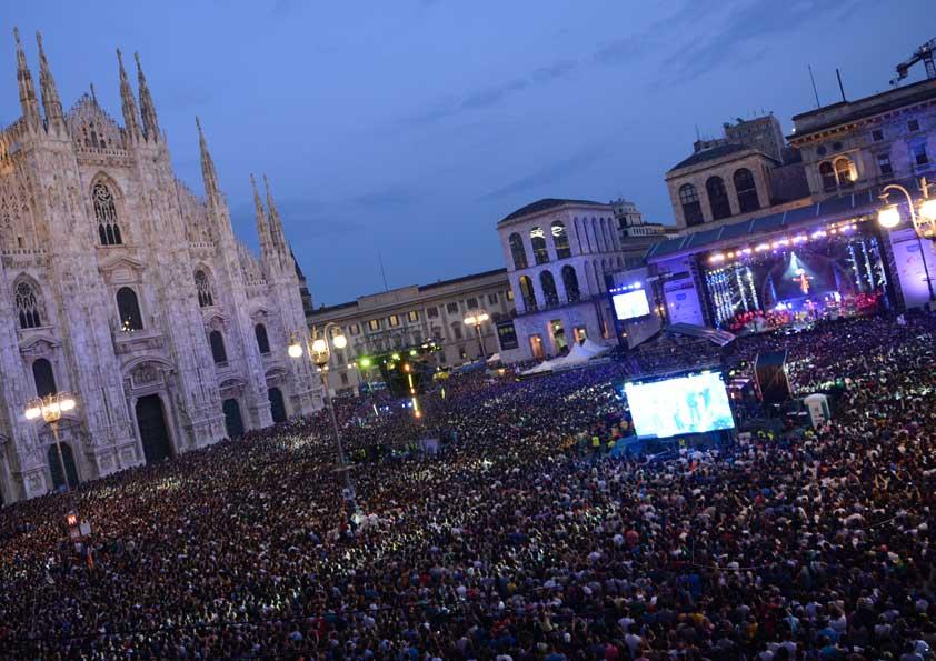 Allestimento Radio Italia - fornitura pvc pavimento, oscuramenti e supertulle gobelin stampato per torri layer